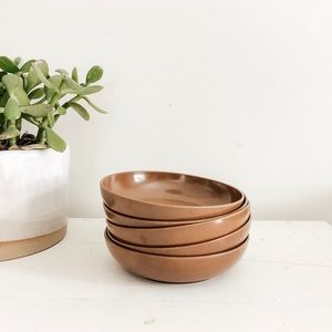 Dining - Set of 5 small brown hard plastic bowls